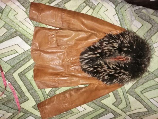 Продам куртку с натуральным мехом р-р 44-46