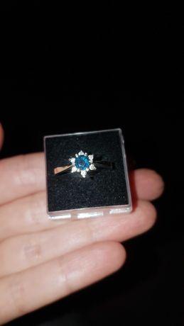 Кольцо белое золото,сапфир,бриллианты
