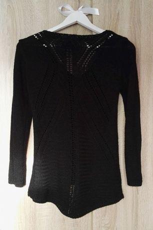 Czarny sweter z modnym sercem