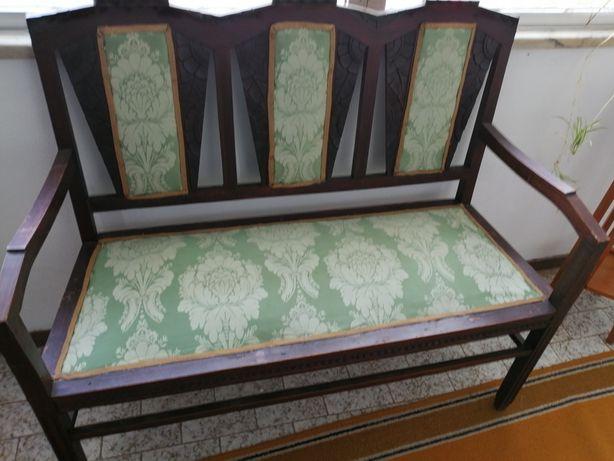 Canapé antigo em bom estado de conservação
