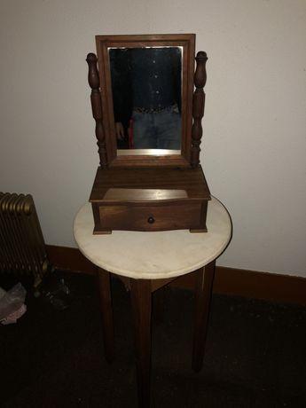 Guarda joias de madeira com espelho