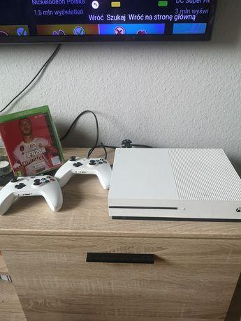 Xbox One S 500gb 2pady i FIFA 20.