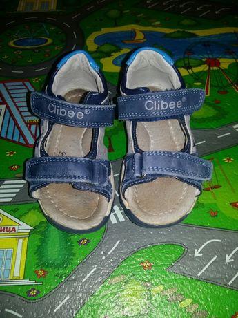 Продам кожаные босоножки Clibee