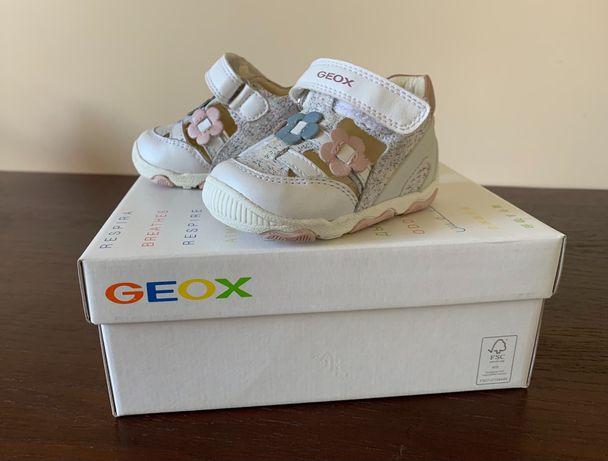 Кроссовки для девочки GEOX New Balù Neonata