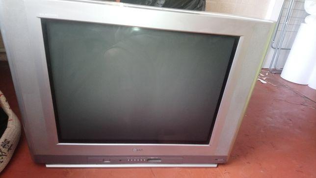 Телевизор LG в робочем состоянии