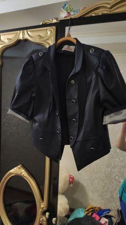 Пиджак модный на школьницу или студентку