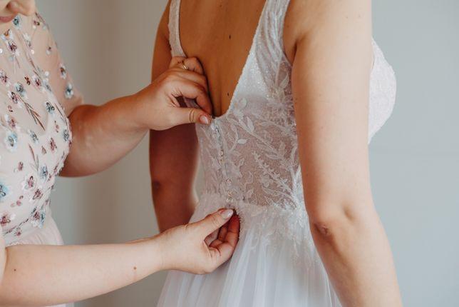 Suknia ślubna biała, literka A, dekolt V z brokatem 38. Gratis welon!
