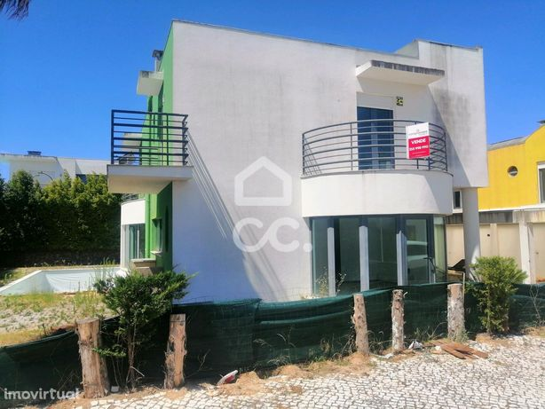Moradia T3 inserida em condomínio Palmela Village, Quinta do Anjo