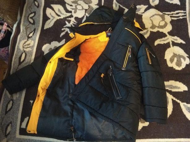Зимова (зимнее) куртка в гарному стані