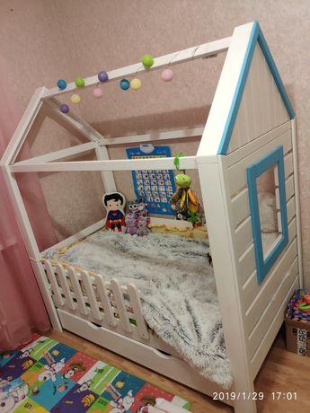 Кроватка домик с окошком
