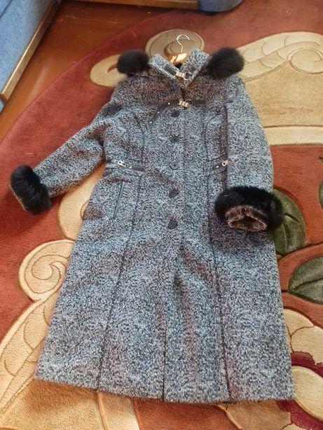 Пальто жіноче .зимнее пальто