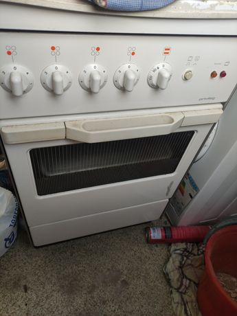 Електроплита с духовкой