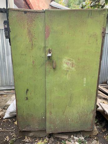 Продається  металевий шкаф 125^125^1.75