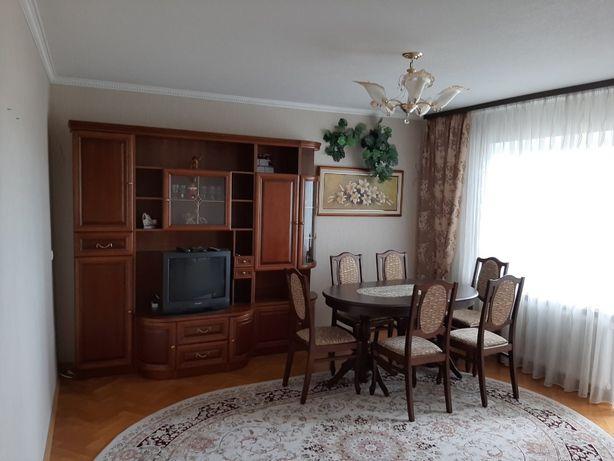 Сдам 3х комнатную большую квартиру на Троещине Бальзака 4