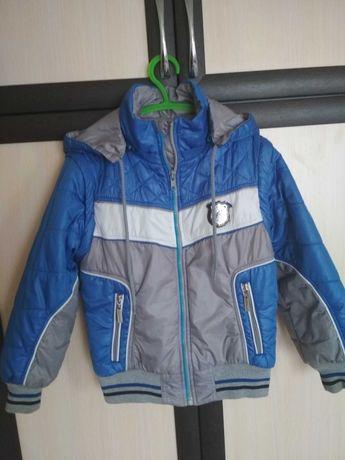 Продам детскую демисезонную куртку на мальчика.