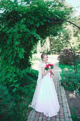 Продається щаслива весільна сукня. Розмір 44-46.