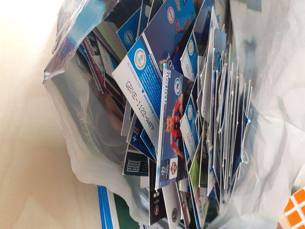 Karty z piłkarzami wszystkie wersje plus 2 albumy i dużo legend.