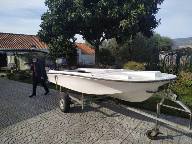 Barco de recreio ou pesca