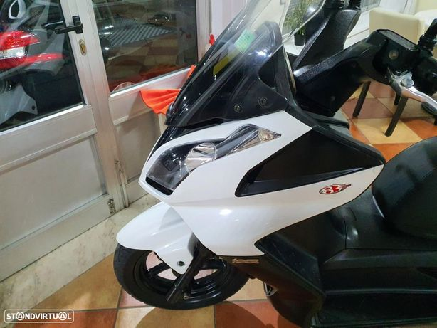 Kymco Downtown scooter