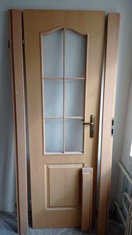 Продам хорошую б/у дверь размер 60*200