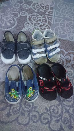 Продам обувь 25р набором