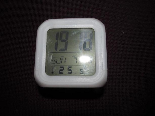 Часы куб
