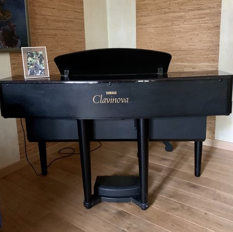 Продам клавинову YAMAHA