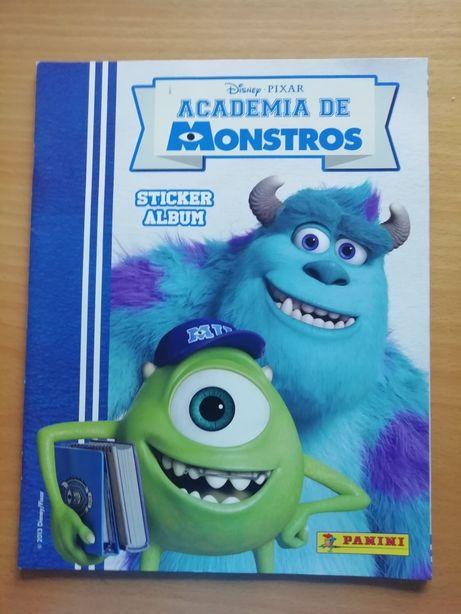 Caderneta Monstros e Companhia