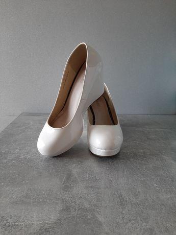 białe buty na koturnie r. 39