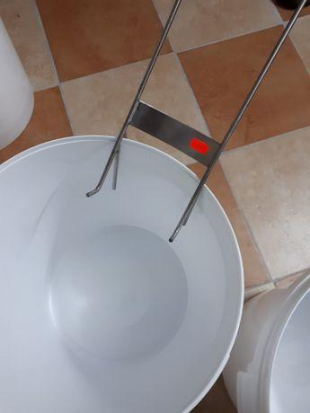 Akcesoria Pszczelarskie(nakrętki,etykiety,wiaderka)