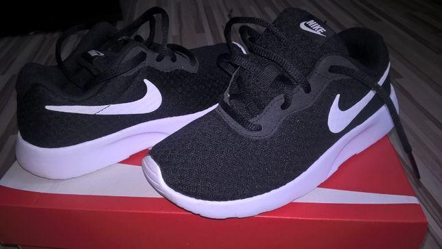 Nike Tanjun r.31,5