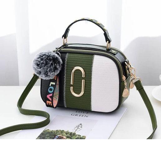 Модная женская сумка с меховым брелком маленькая сумочка клатч девушке