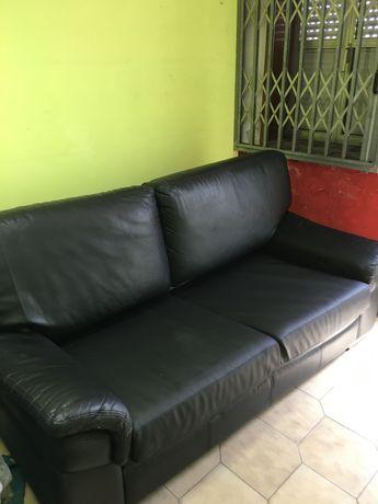 Sofá cama em pele preto