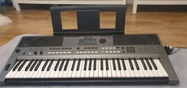 Keyboard yamaha psrE443