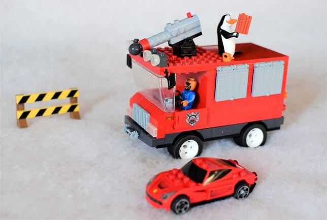 Klocki COBI Pingwiny z Madagaskaru-Samochód patrolowy + samochód LEGO