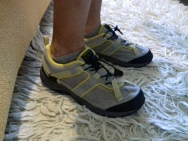 Продам фирменные спортивные ботинки