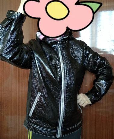НОВАЯ черная куртка УДОБНАЯ женская модная осенняя с капюшоном лаковая