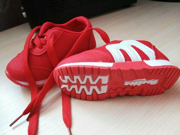 Дитячі легкі кросівки