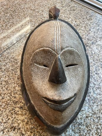 Máscara Africana Senegal e Candeeiros mesa cabeceira