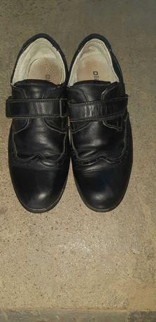 Кожаные туфли для школьника.