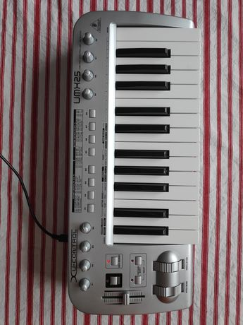 Behringer klawisze MIDI umx25 także na baterie