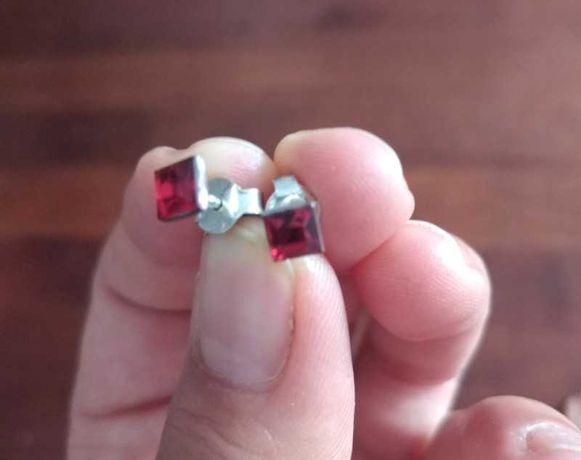 kolczyki srebrne kwadratowe czerwone