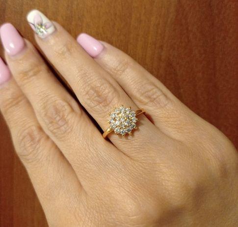 NOWY pierścionek kolor złoty - rozmiar 12.