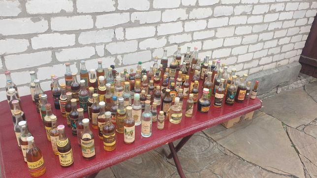 Коллекция алкогольных напитков.