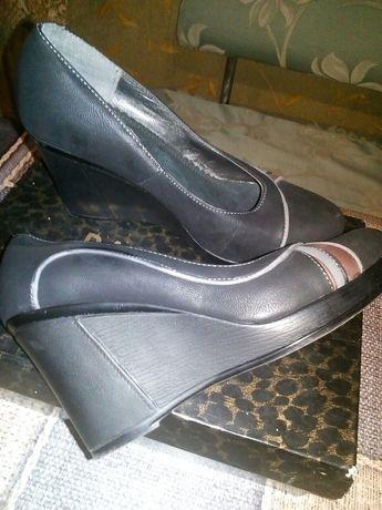 Продам туфли женские иск.кожа отличное состояние .