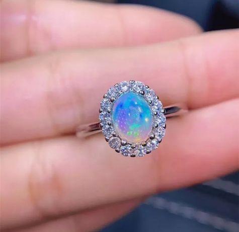 Cudowny srebrny pierścionek z Opalem