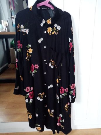 Sliczna sukienka Stradivarius rozM