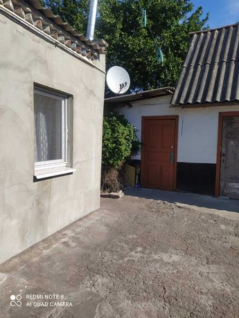 Дом с косметическим ремонтом 3 раздельных комнаты гараж  все удобства