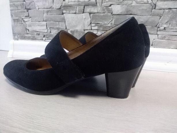 Buty na niskim obcasie z paskiem zamszowe zapinane na rzepy