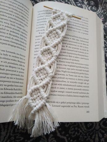 Zakładka do książki z makramy